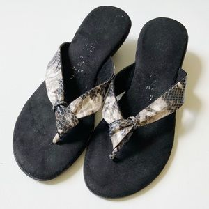 Made in Italy Cushioned Heeled Flip Flops Size 7